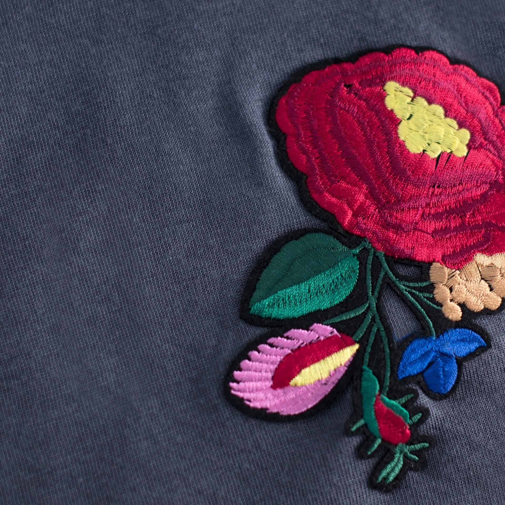 c497566fc1ae Art of Polo dámska šatka šedá s vyšívaným kvetom